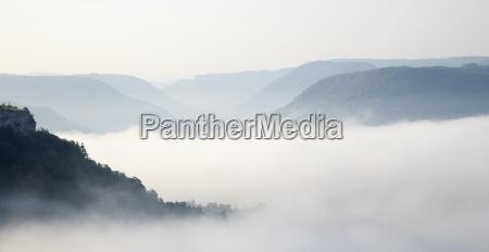 paseo viaje niebla francia al aire