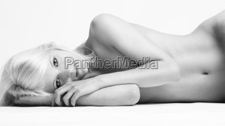 female nude lying