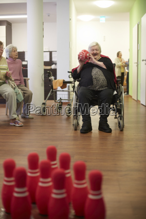 silla de ruedas juego juega pelota