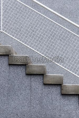 escalera austria diagonal hormigon al aire