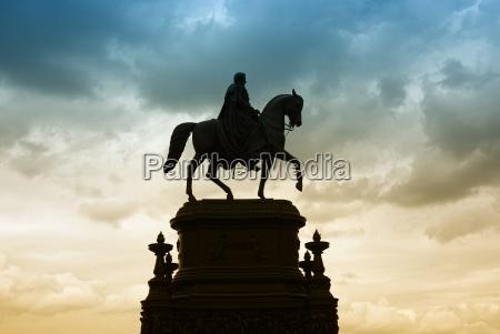 paseo viaje historico ciudad monumento caballo