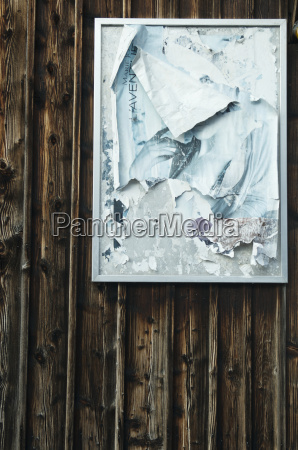 suiza cartel en pared de madera