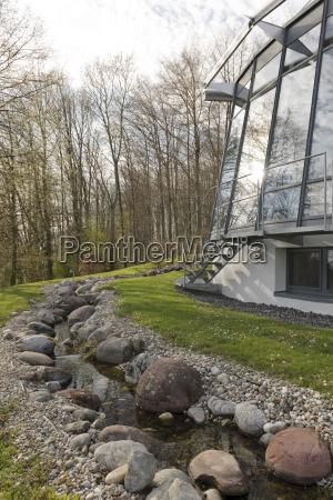 casa construccion arbol jardin moderno ventana