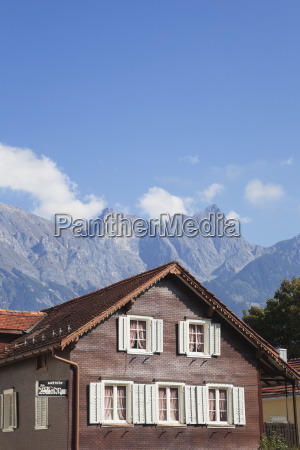casa construccion nube alpes cumbre suiza