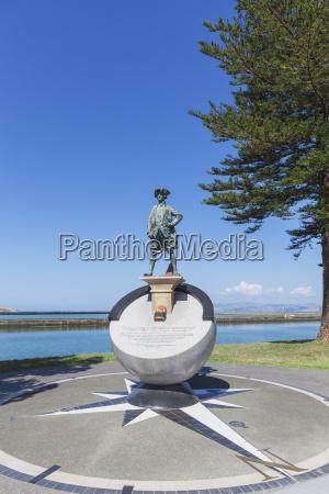 paseo viaje historico monumento arbol estatua