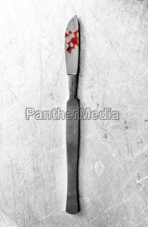 acero metal humedo fotografia foto sangre