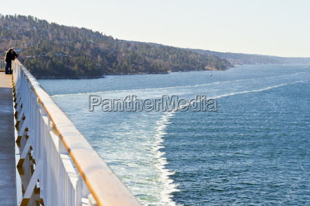 escandinavia noruega oslo costa barco barandilla