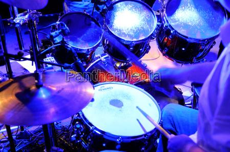 drummer haciendo musica