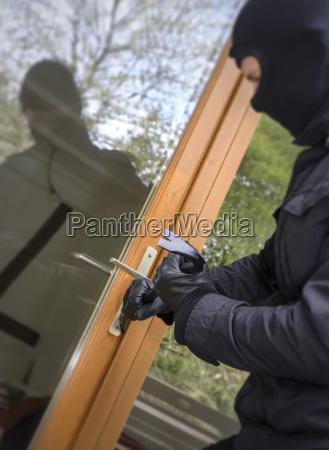 casa construccion peligro herramienta riesgo ventana