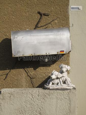 escultura perro alemania hesse al aire