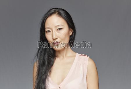retrato de mujer con pelo largo
