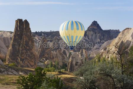 turkey cappadocia hot air balloon hoovering