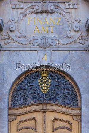 escribir entrada puerta baviera ornamento dorado