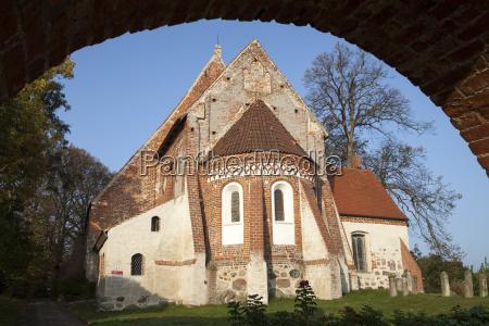 paseo viaje religion iglesia arbol boveda