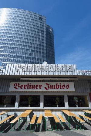 ventana contraste edificio de oficinas construccion