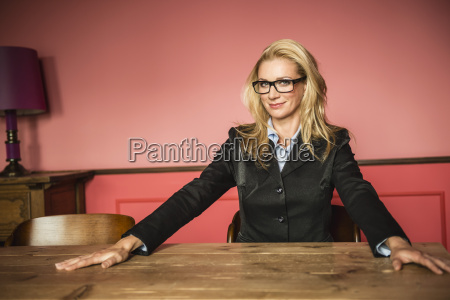 alemania stuttgart mujer empresaria sonriendo retrato