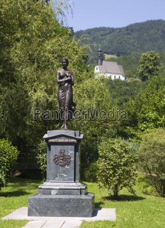 paseo viaje religion iglesia monumento arbol