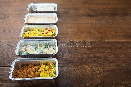 comida caja pecho tomar alimentar lejos