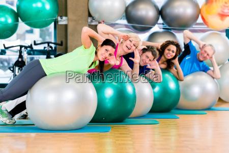 deporte y aptitud en el gimnasio