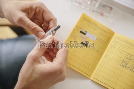 medico personas gente hombre mano salud