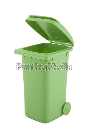 papelera de reciclaje verde aislada sobre