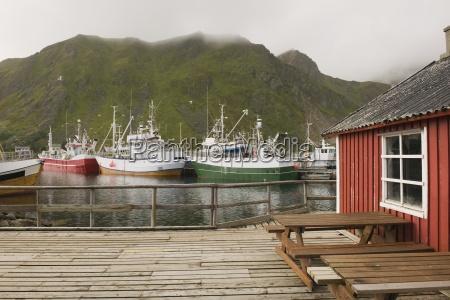 barcos de pesca en el puerto