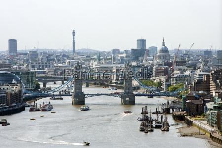 vista elevada del puente de la