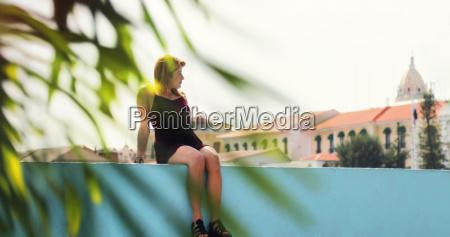 mujer turistica de vacaciones en la