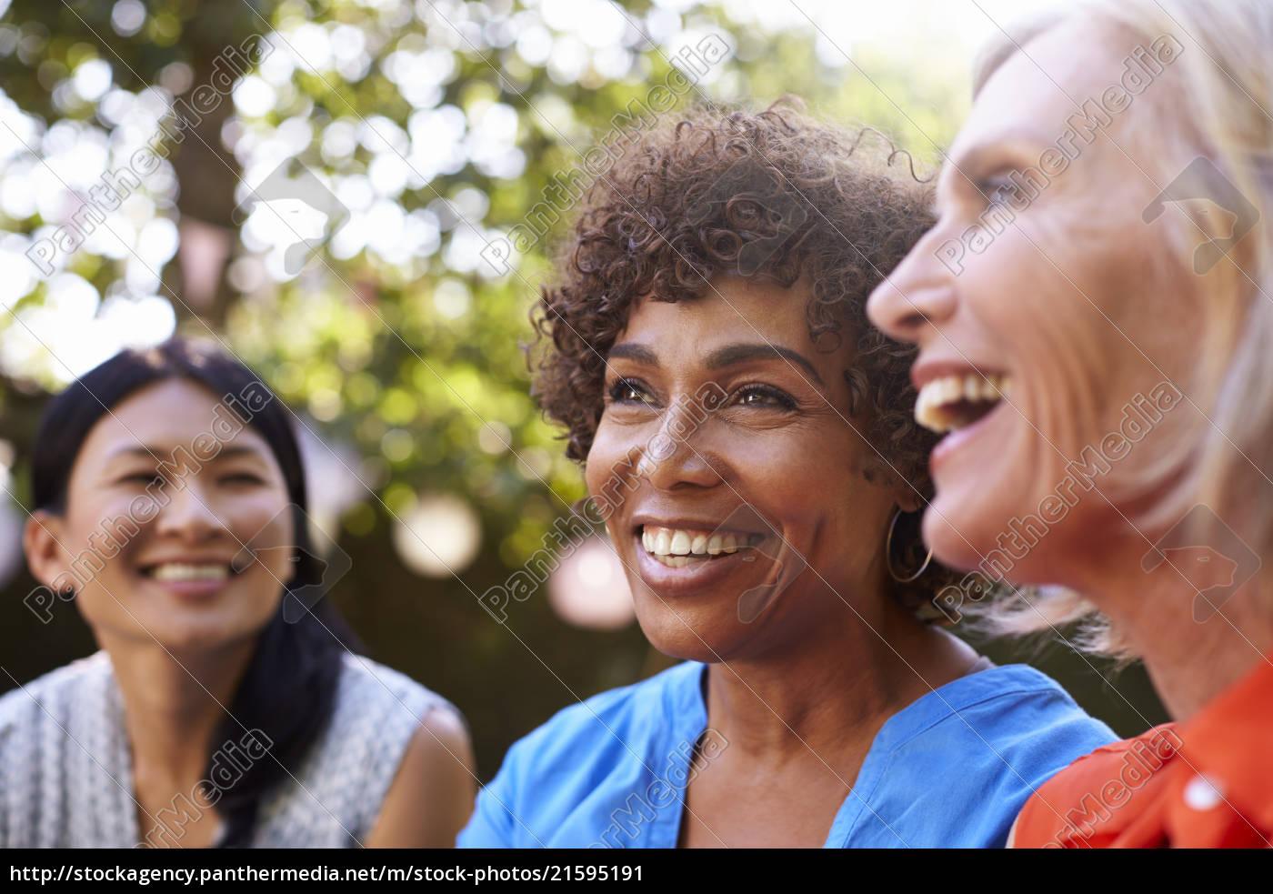 Amigas Maduras stockphoto 21595191 - amigas maduras socializando en el patio juntos