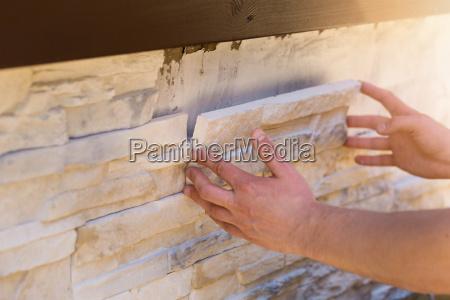 revestimiento de pared con azulejos decorativos