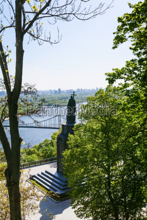 view of saint vladimir monument in