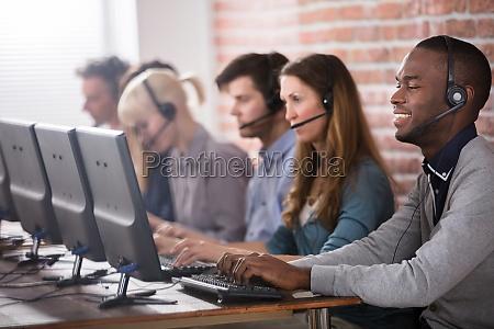 equipo del centro de llamadas