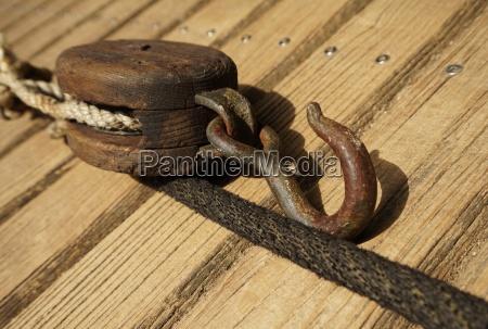madera marinero maritimo gancho polea tire
