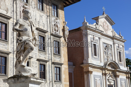 statue of cosimo i the knights