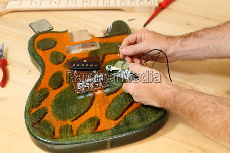 fitter builds electric guitar
