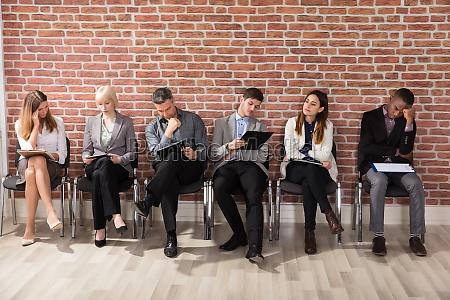 esperar espera personas gente hombre entrevista