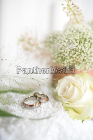 decoracion con anillos de boda y