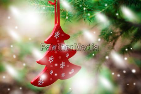 adornos navidenyos incluyendo juguetes en el