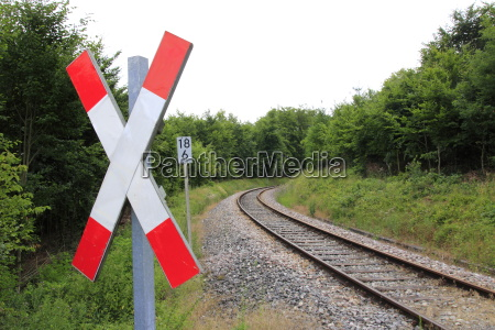 tren vehiculo transporte peligro cruz carril
