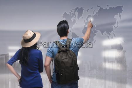 retrato de la pareja asiatica viajero