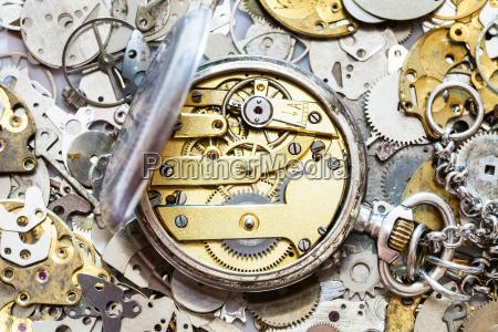 abrir reloj de bolsillo vintage en