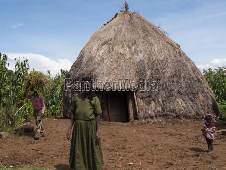 casa construccion mujer mujeres paseo viaje