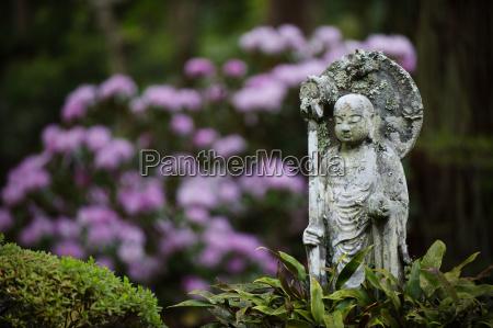 buddhist statue sanzen in temple kyoto