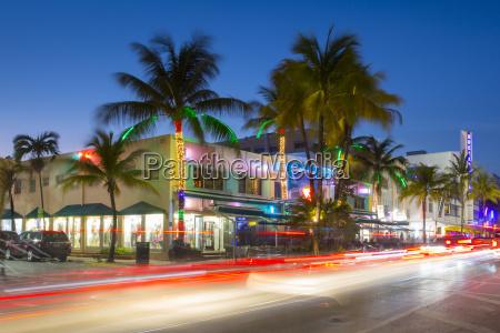 ocean drive restaurants and art deco