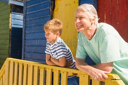 casa construccion abuelo relajacion fiesta vacaciones