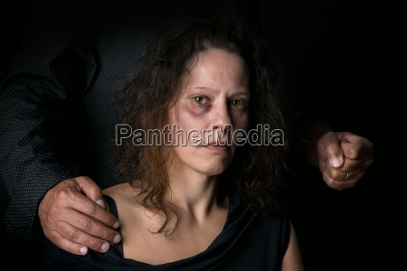 mujer libertad miedo abuso violencia solitario