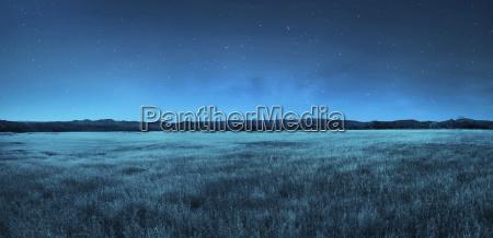 paisaje del prado en el tiempo