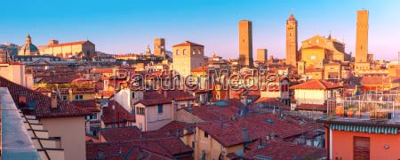 vista aerea de torres y tejados