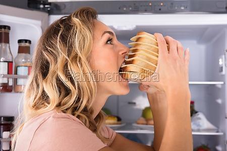 mujer personas gente hombre hambriento sandwich