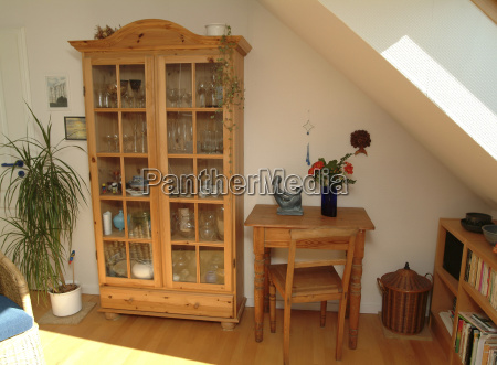 salón, con, muebles, de, madera, natural - 23717752